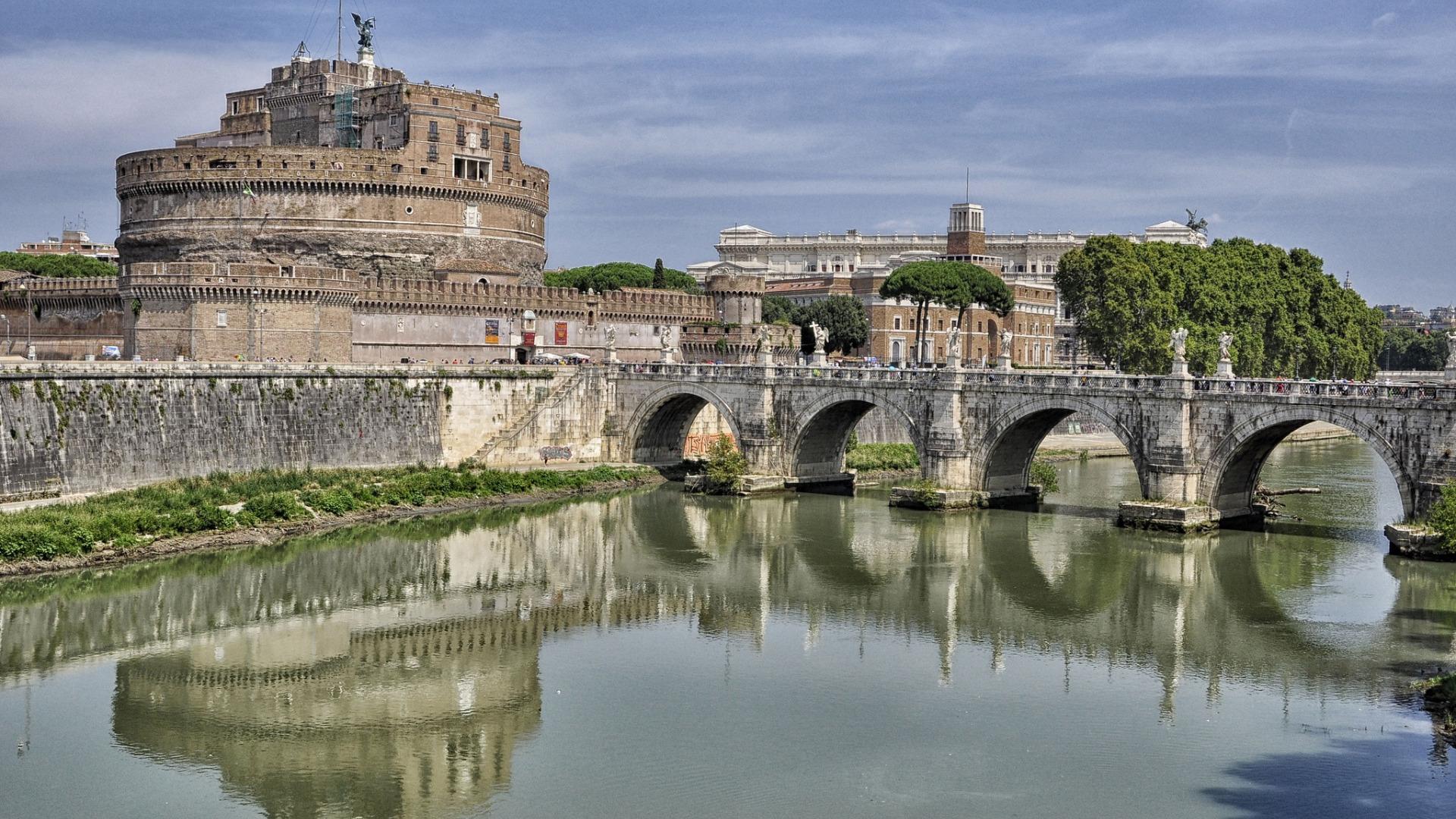 The Vatican Seen Past the Tiber River, Rome, Italy  № 1467622 бесплатно