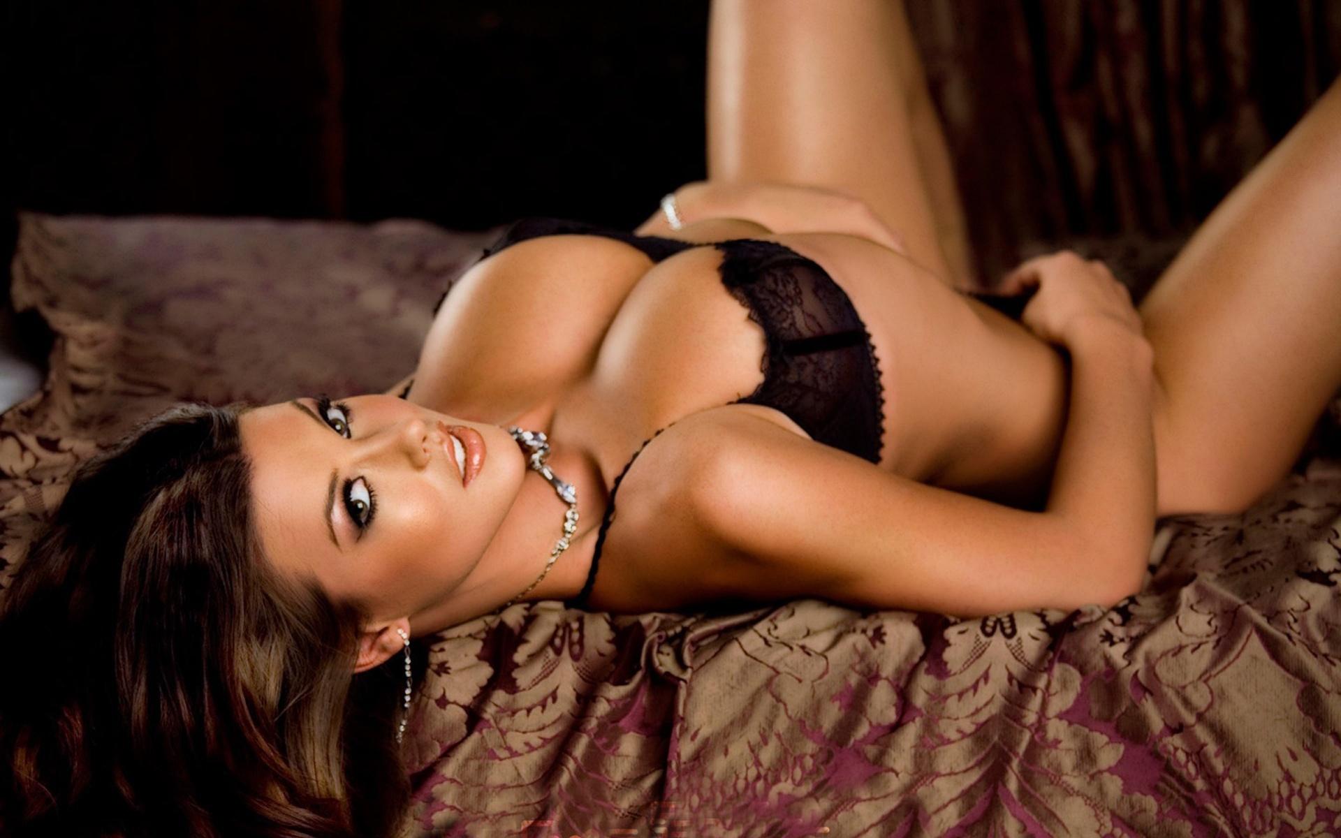 Красивые девушки с голыми сиськами