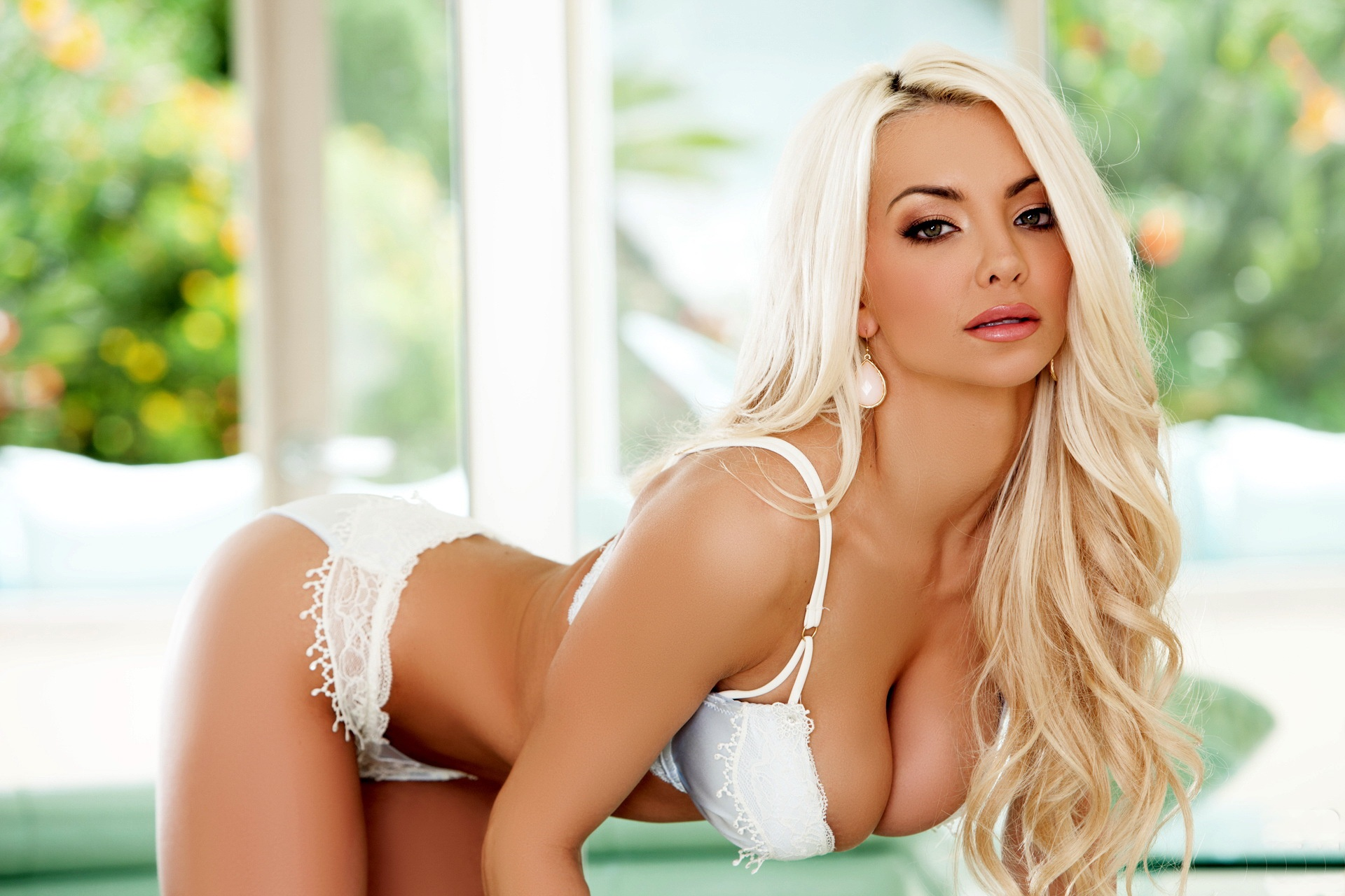 Big tits babe with blonde hair Christie Stevens waits for her massage  464215