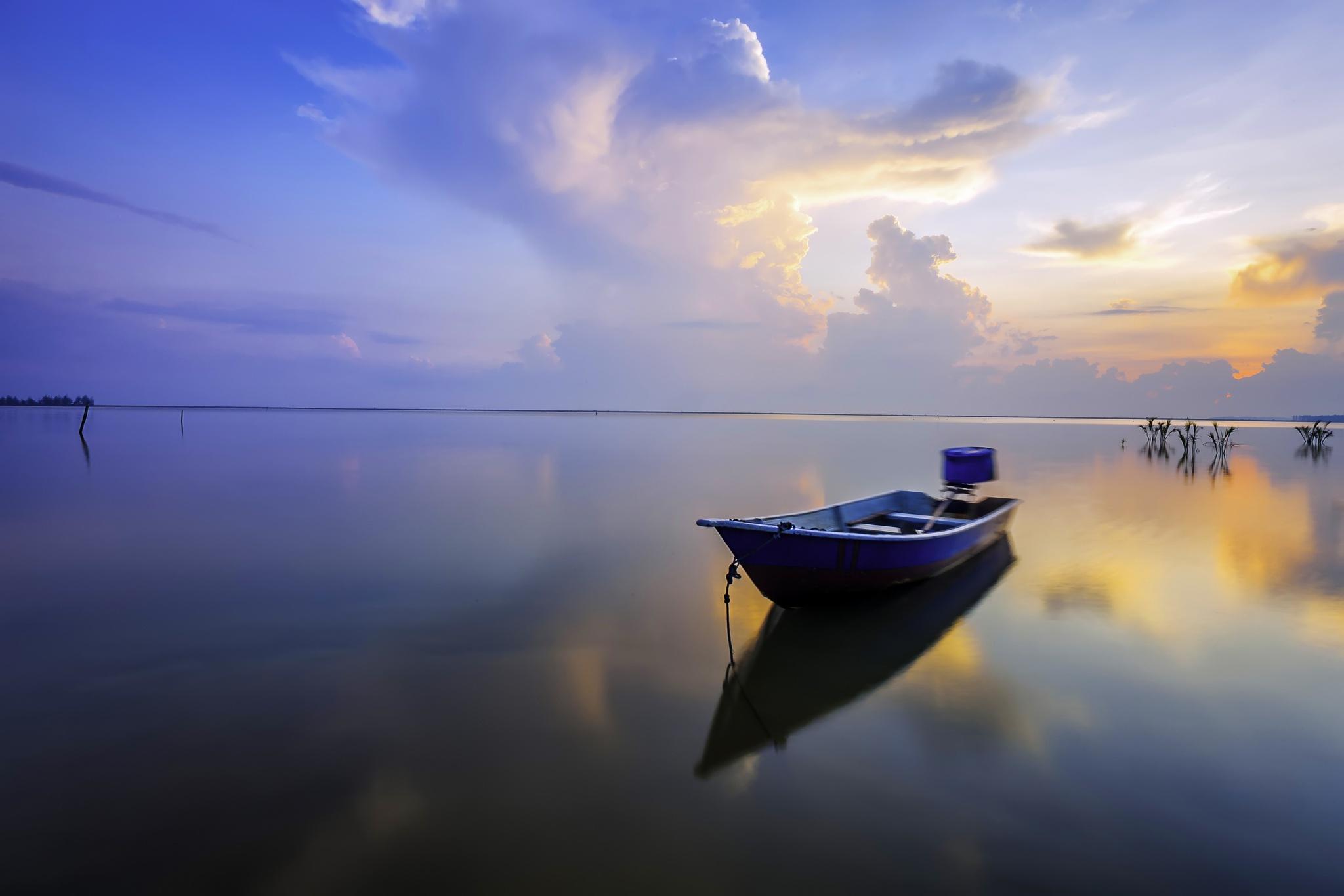 картинка лодка цвета неба можно сфотографироваться качелях