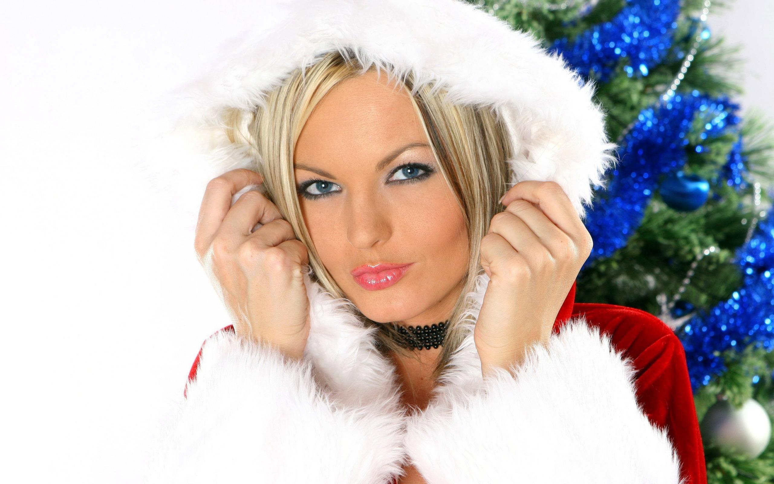 миловидная снегурочка  № 359365 без смс