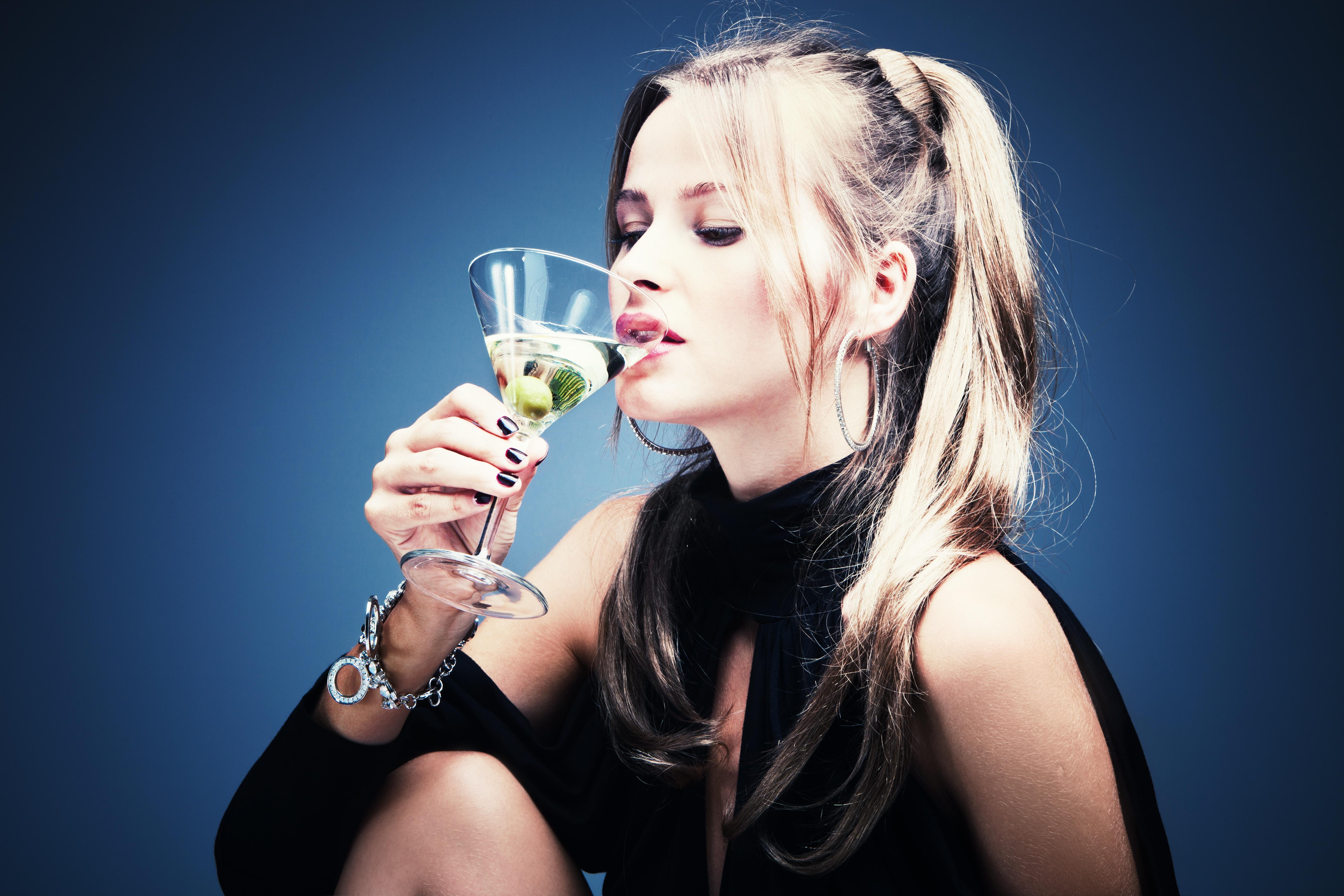 Girls drinking spunk