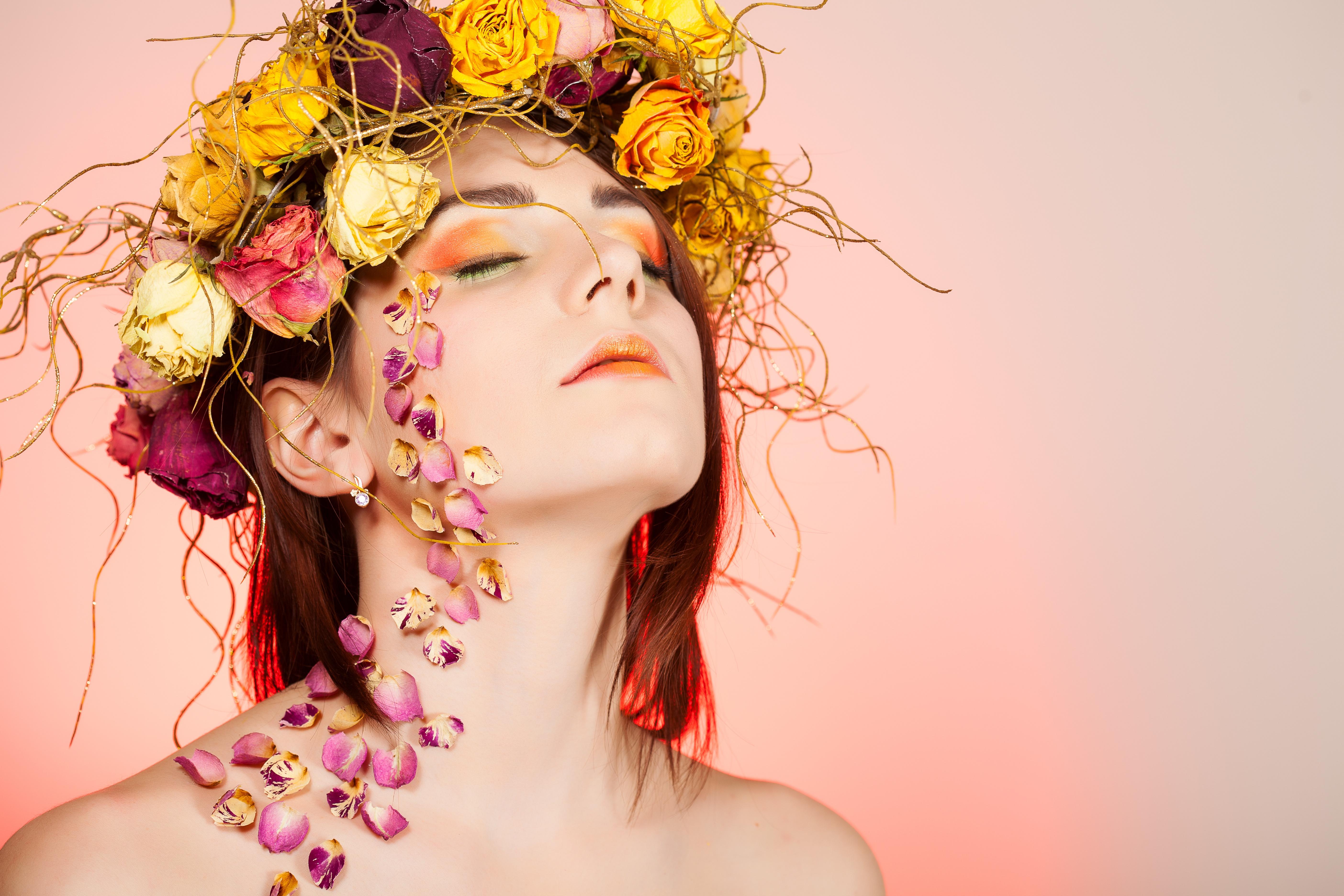 Девушка с цветами рисунок фото