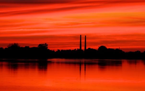 Фото обои небо, деревья, трубы, озеро, силуэт, зарево