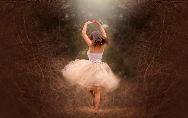 Фото обои лес, девушка, танец, Twirl