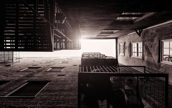 Фото обои город, окна, здания, лестницы, квартиры, солнечный свет, городские