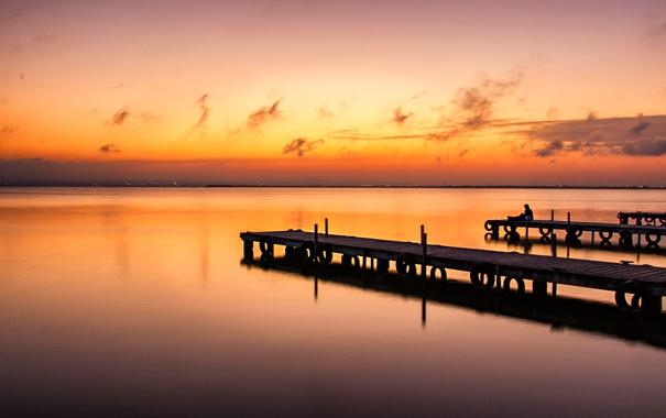 Фото обои море, небо, облака, настроение, человек, вечер, пирс