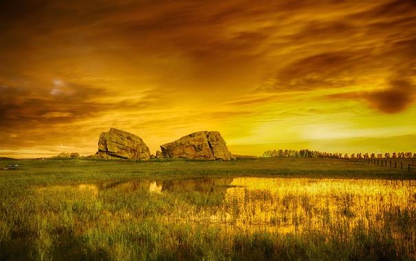 Фото обои небо, тучи, камни, скалы, болото, луг