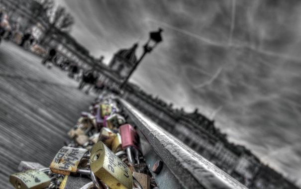 Фото обои Bridge, Wallpaper, People, Colored Pad-Locks, Black & White Background