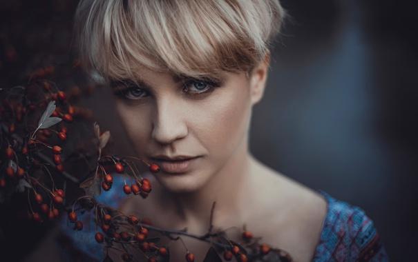 Фото обои портрет, взгляд, боке, ягоды