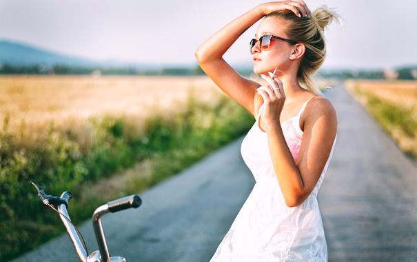 Фото обои лето, девушка, велосипед, сигарета, Katy Sendza