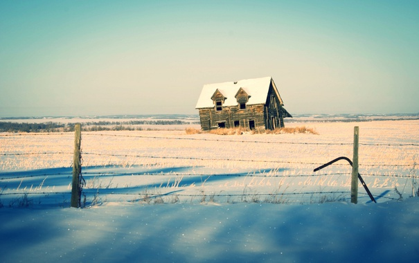 Фото обои зима, солнце, снег, дом, забор, тени, ферма
