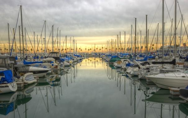 Фото обои море, небо, облака, пальмы, лодка, яхта, hdr
