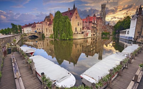 Фото обои деревья, мост, дома, лодки, канал, Бельгия, Брюгге