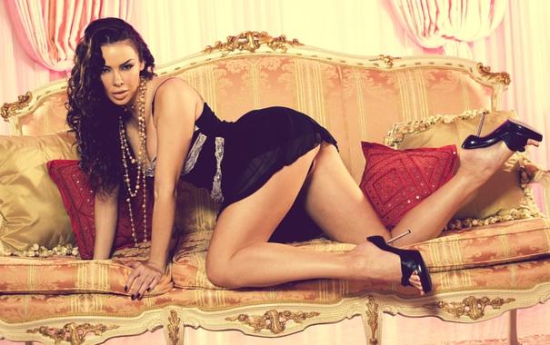 Фото обои попка, модель, платье, брюнетка, Sophia Santi, взгляд.