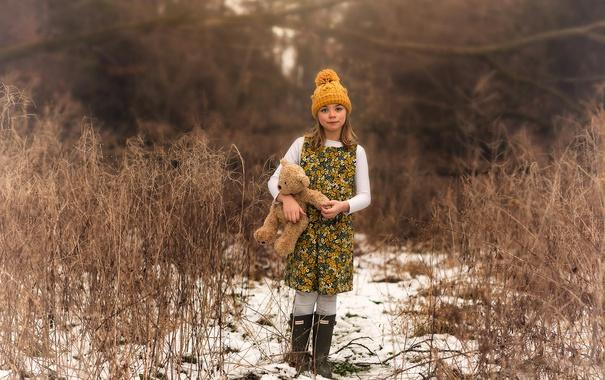 Фото обои шапка, игрушка, мишка, девочка, прелесть, Lorna Oxenham, On the trail