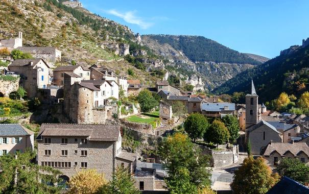 Фото обои деревья, горы, камни, скалы, Франция, дома, городок