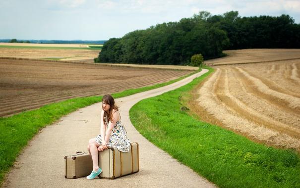 Фото обои дорога, девушка, настроение, чемоданы