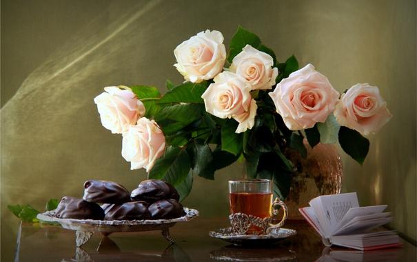 Фото обои чай, розы, букет, печенье, книга, натюрморт
