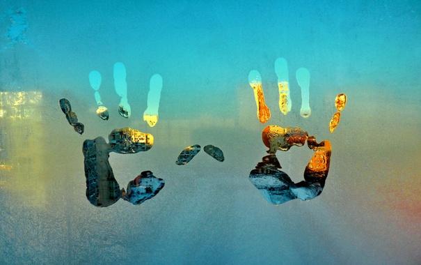 Фото обои иней, стекло, окно, мороз, отпечаток, ладони