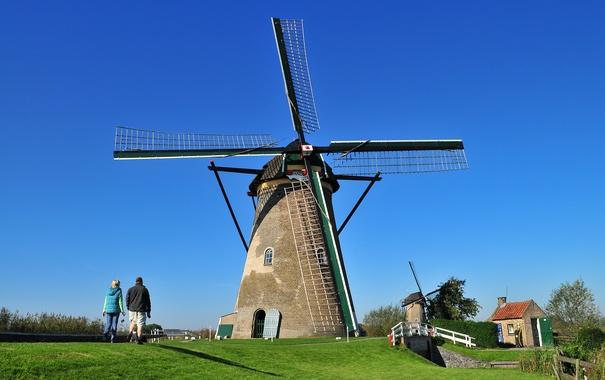 Фото обои небо, трава, люди, ветряная мельница