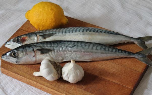 Фото обои лимон, рыба, чеснок