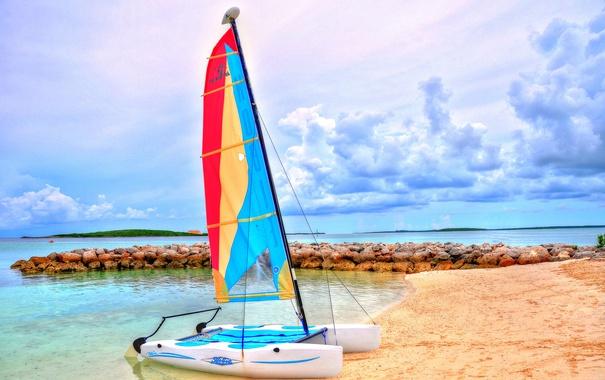Фото обои море, небо, облака, лодка, остров, парус, катамаран