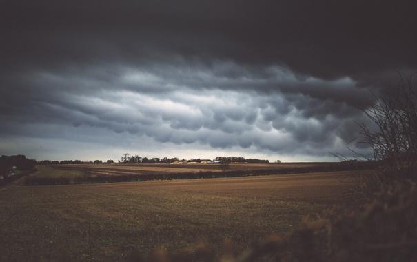Фото обои поля, гроза, дом, сельская местность, сарай, фермы, облака