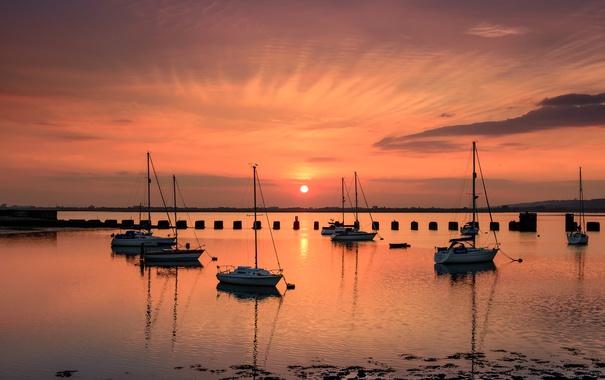 Фото обои небо, солнце, облака, закат, лодка, яхта, гавань