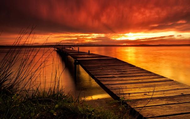 Фото обои небо, облака, озеро, вечер, причал, зарево, мостик
