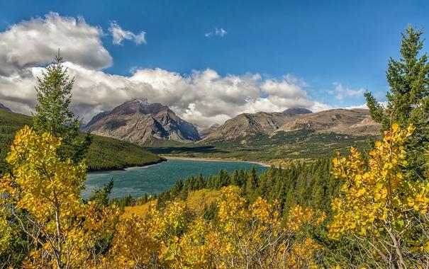 Фото обои осень, небо, облака, деревья, горы, озеро
