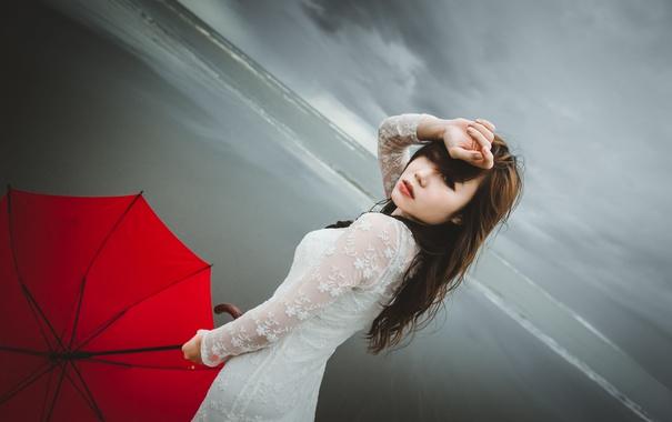 Фото обои гроза, волны, пляж, глаза, девушка, волосы, платье