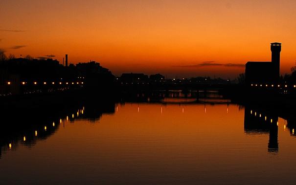 Фото обои отражение, река, зеркало, силуэт, Италия, Пиза, сумерки