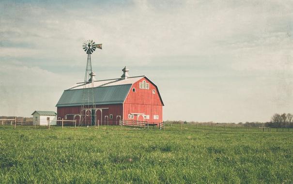 Фото обои небо, трава, облака, забор, поля, сарай, ветряная мельница
