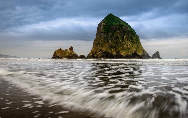 Фото обои море, небо, тучи, скалы, берег