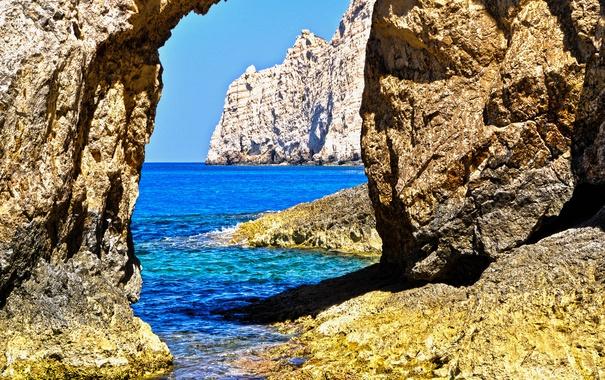 Фото обои море, небо, пейзаж, камни, скалы, берег