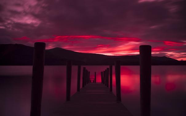 Фото обои небо, облака, горы, озеро, вечер, причал, зарево