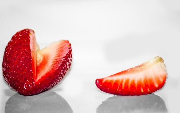 Фото обои клубника, ягода, долька, светлый фон, красная