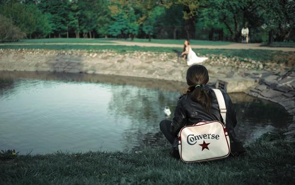 Фото обои девушка, Москва, сумка, Converse, Коломенское