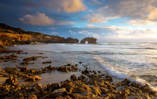 Фото обои море, небо, солнце, облака, камни, рассвет, побережье