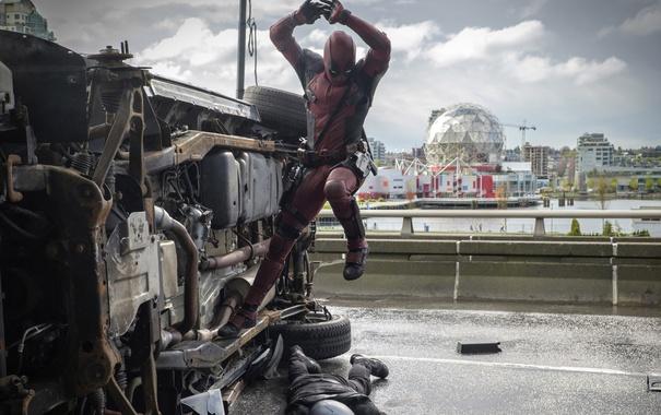 Фото обои City, Action, Ryan Reynolds, Red, Car, Assassin, Black