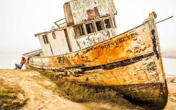 Фото обои грусть, девушка, печаль, корабль, заброшенный, старый