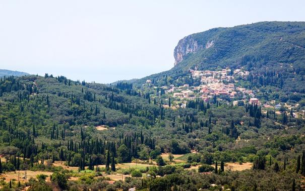 Фото обои лес, деревья, горы, скалы, дома, Греция, Corfu