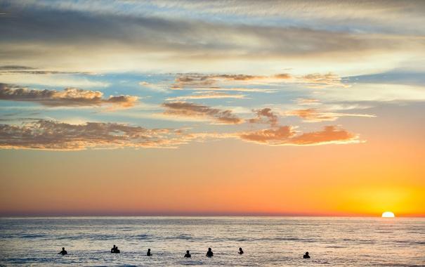 Фото обои море, закат, люди