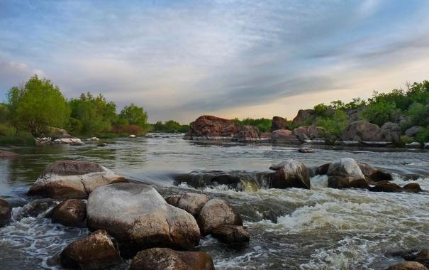 Фото обои камни, река, скалы, небо, поток, пороги, валуны