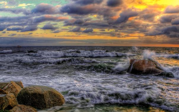 Фото обои море, волны, небо, тучи, камни