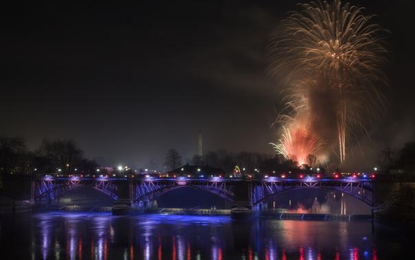 Фото обои небо, ночь, мост, огни, река, салют, Шотландия