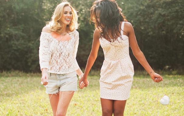 Фото обои grass, blouse, dress, field, girls, shirt, sunny