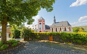 Обои дерево, улица, Brauneberg, забор, дом, Германия, кусты