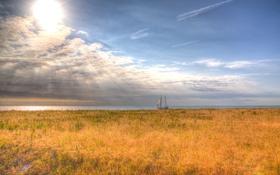 Обои солнечный свет, парусник, поле, небо, облака